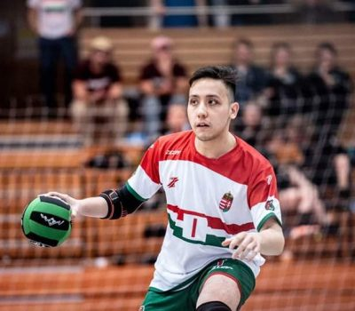 A magyar dodgeball csapat játékosa akcióban